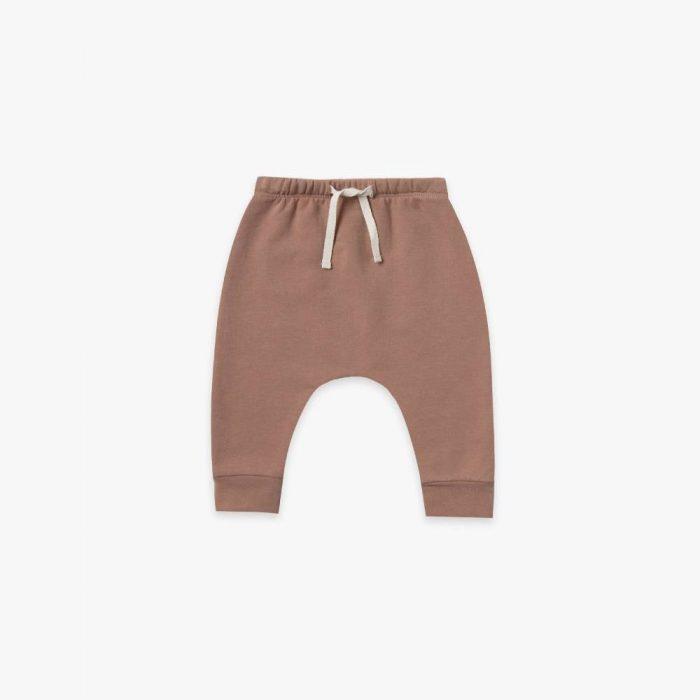 Pantalon molletonné avec lien en coton bio coloris terracotta de la marque Quincy Mae