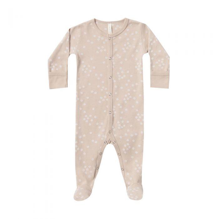Pyjama en coton bio coloris rose poudré avec fleurs blanches de la marque Quincy Mae