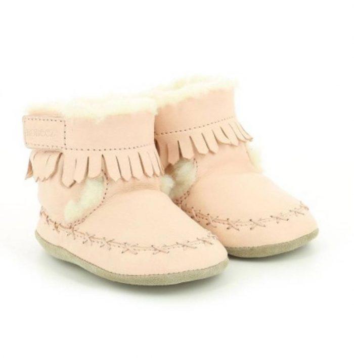 Petit chausson bébé en cuir souple rose fourrés de la marque Robeez